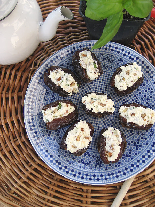 Gorgonzola and Pecan Stuffed Dates recipe